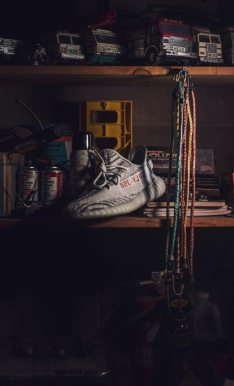 garage-indoors-shoe-1031988